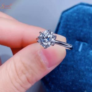 Round Shape Moissanite Diamond Ring