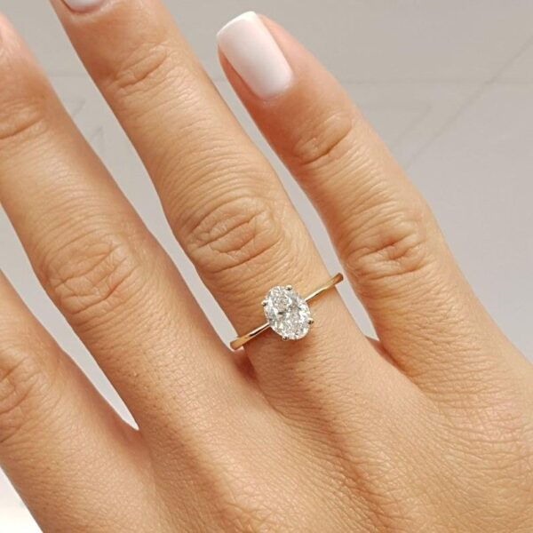 Oval moissanite diamond ring