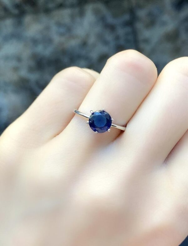 blue sapphire ring in round shape
